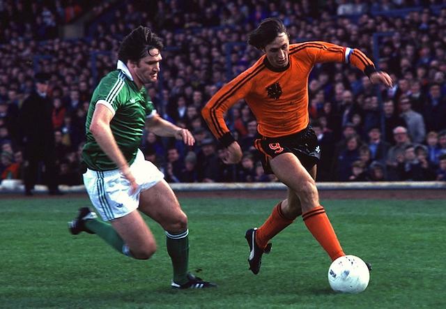Johan Cruyff y las dos rayitas (stripes) de Adidas
